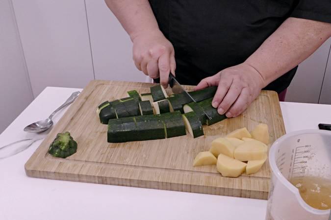 Preparamos el calabacín y la patata