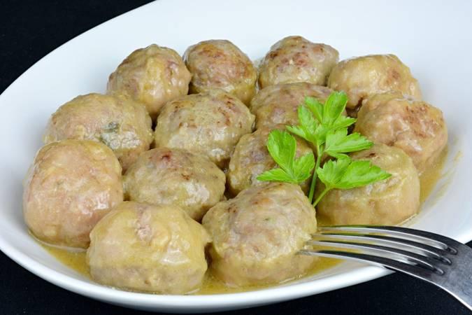 Paso 13 de Albóndigas en salsa de cebolla
