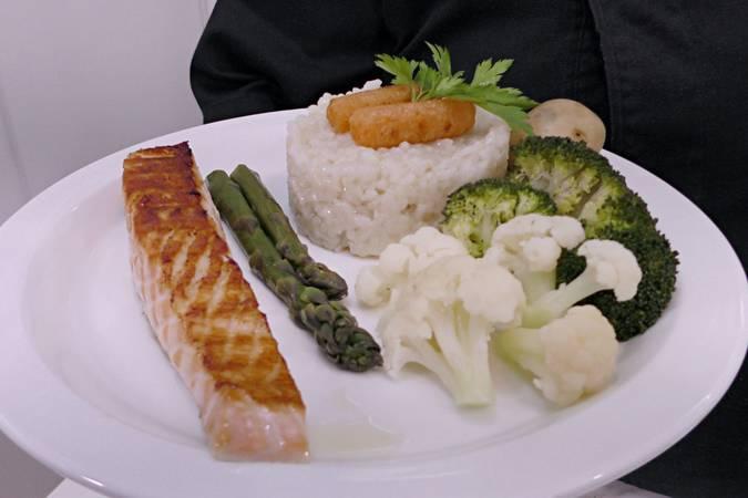 Paso 5 de Salmón a la plancha con arroz y verduras al vapor