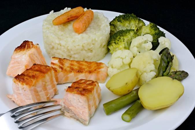 Paso 6 de Salmón a la plancha con arroz y verduras al vapor