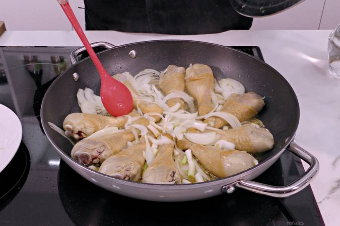 Paso 2 de Pollo entomatado receta tradicional
