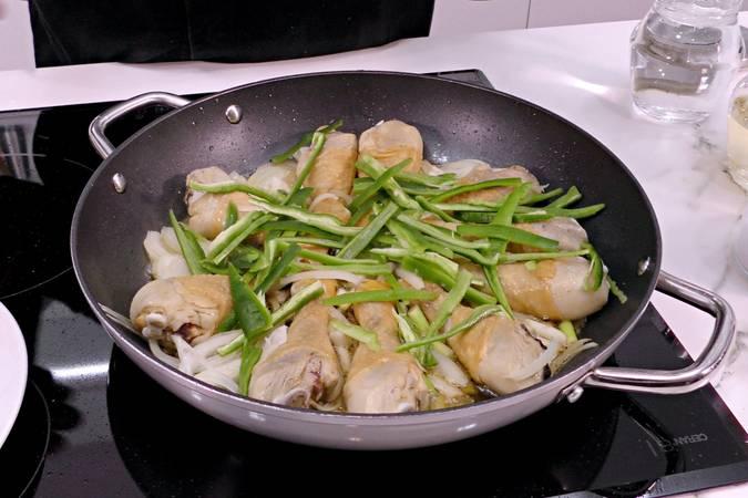 Paso 3 de Pollo entomatado receta tradicional