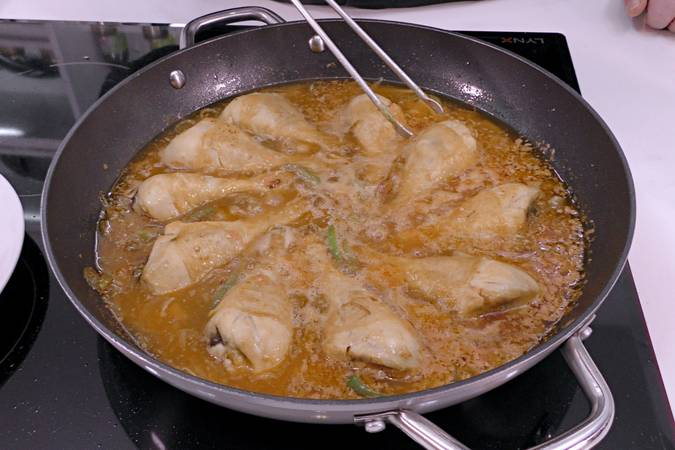 Paso 5 de Pollo entomatado receta tradicional