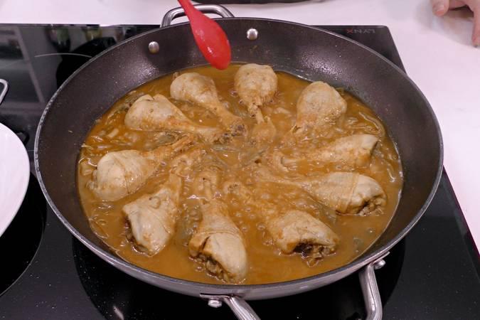 Paso 7 de Pollo entomatado receta tradicional