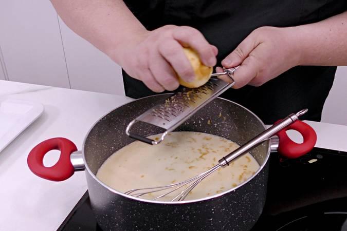 Paso 2 de Tarta de limón y galletas sin horno