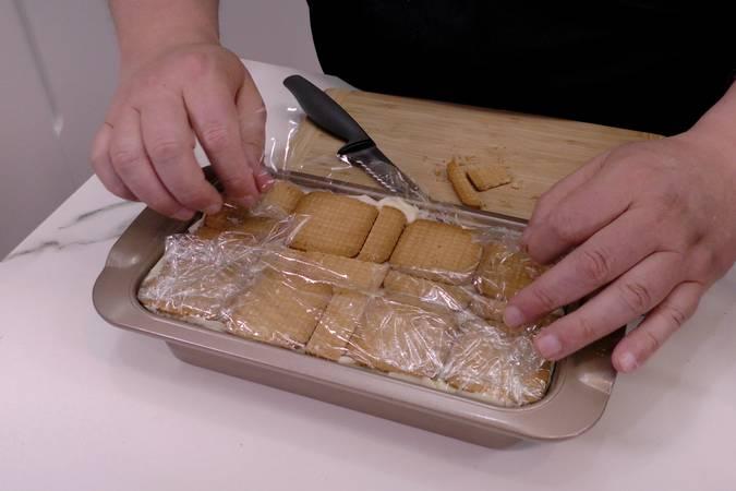 Montar la tarta de limón y galletas