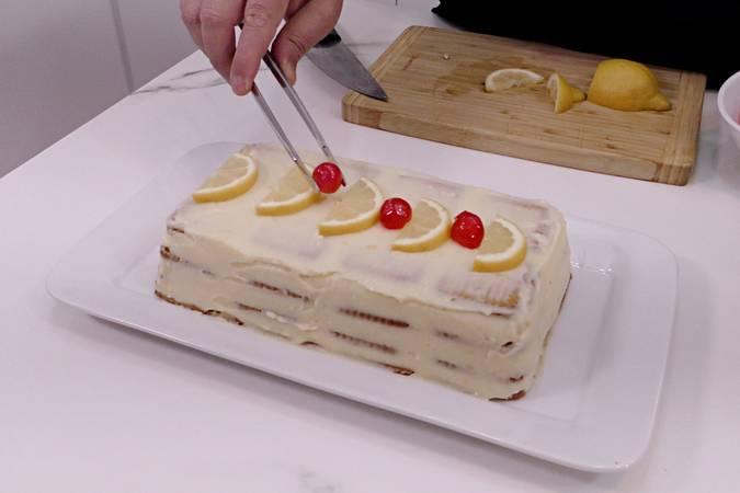 Decorar la tarta de limón y galletas
