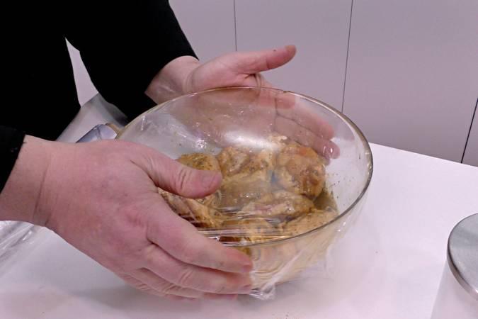 Paso 3 de Alitas de pollo marinadas y crujientes