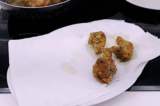 Paso 6 de Alitas de pollo marinadas y crujientes