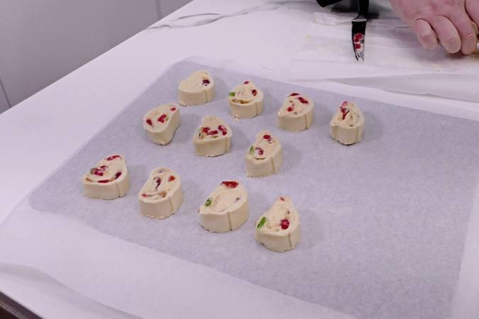 Paso 6 de Caracolas de hojaldre con crema pastelera y frutas