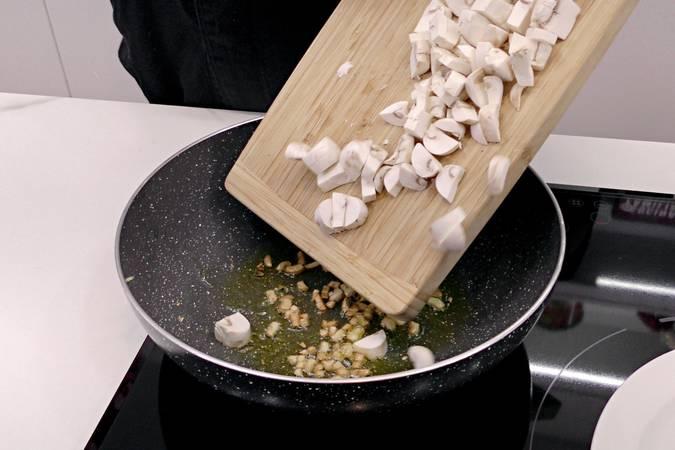 Paso 1 de Albóndigas de ternera y champiñones