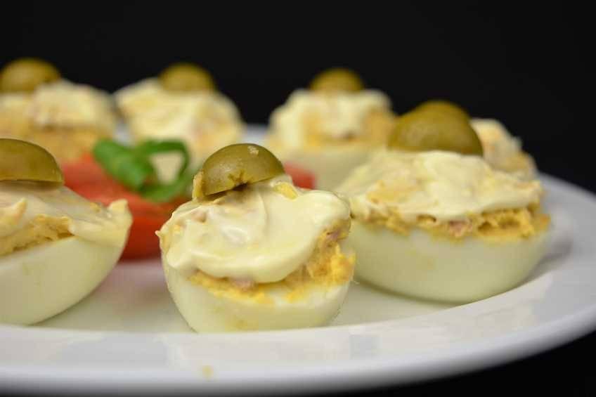 Paso 5 de Huevos rellenos, receta casera