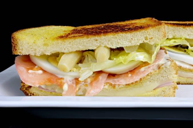 Ya hemos terminado el sándwich vegetal