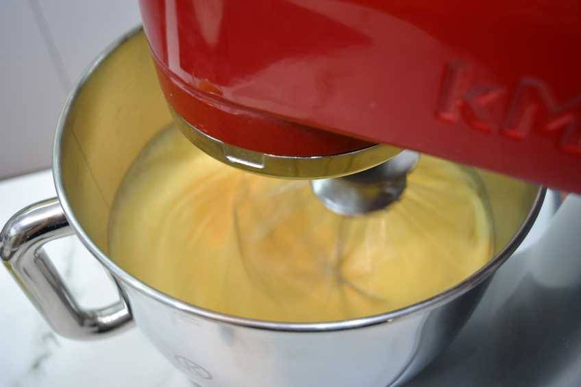 Paso 2 de Bizcocho para tartas, receta casera