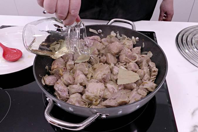 Paso 4 de Cabezada de cerdo guisada a la pimienta