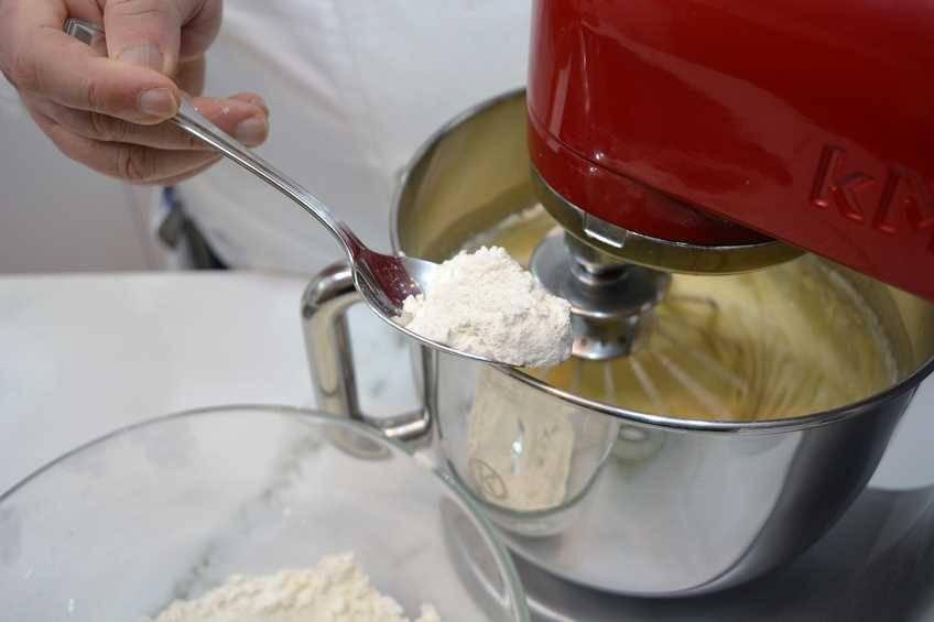 Paso 4 de Bizcocho para tartas, receta casera