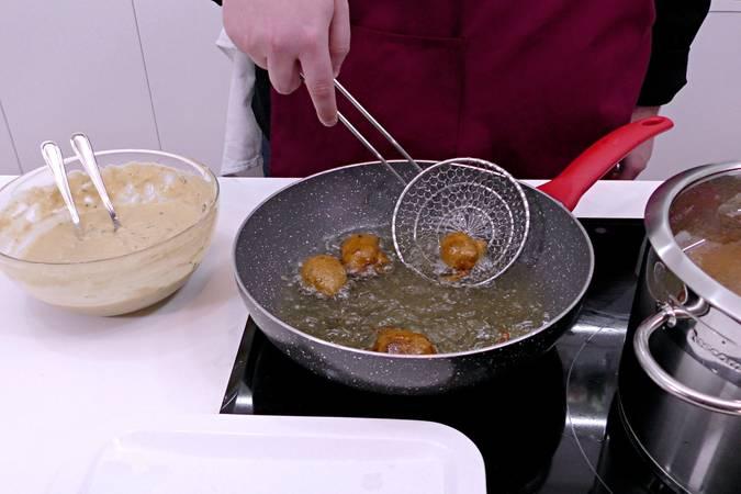 Paso 6 de Buñuelos de calabacín y queso fresco en Mycook Touch