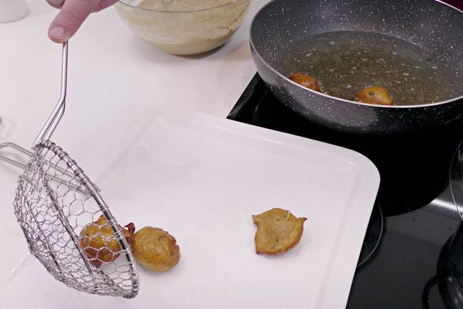 Paso 7 de Buñuelos de calabacín y queso fresco en Mycook Touch