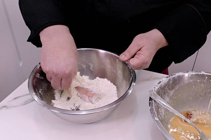 Paso 2 de Pechugas rellenas y gratinadas con queso