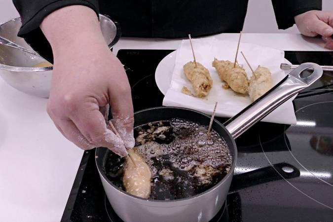 Paso 3 de Pechugas rellenas y gratinadas con queso