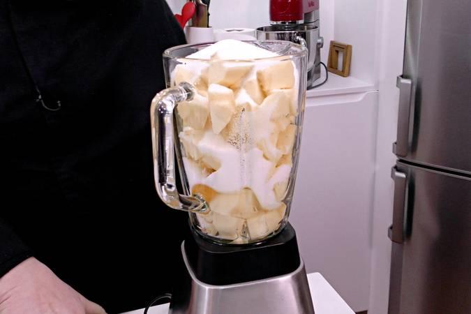 Paso 2 de Tarta de manzana y leche condensada
