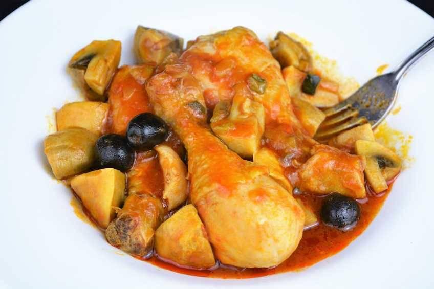 Paso 6 de Receta de pollo con pisto y champiñones, pollo muy jugoso