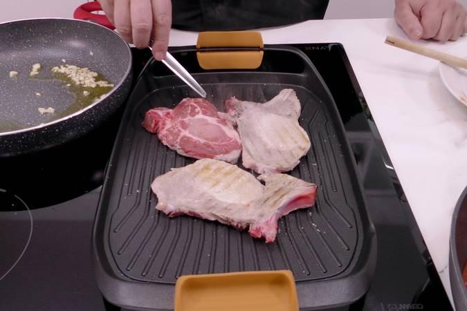 Paso 2 de Chuletas de cerdo a la napolitana