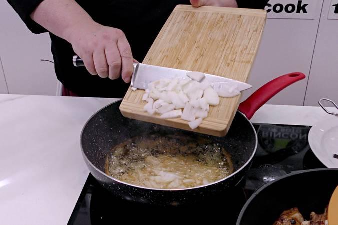 Paso 2 de Cordero al chilindrón, receta casera