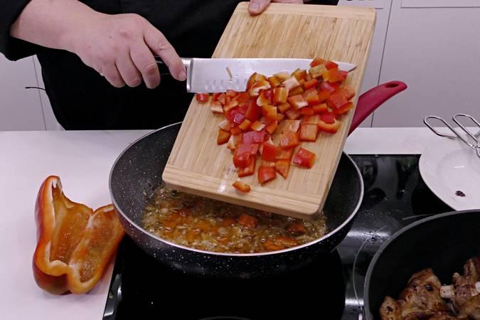 Paso 3 de Cordero al chilindrón, receta casera