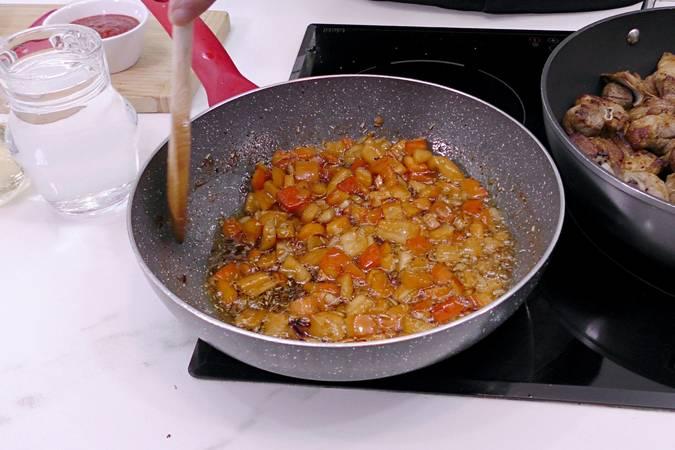 Paso 4 de Cordero al chilindrón, receta casera