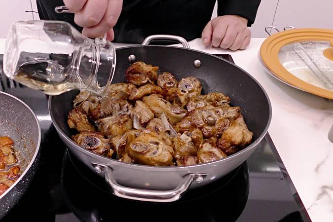Paso 5 de Cordero al chilindrón, receta casera