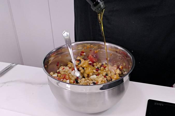 Paso 5 de Ensalada de garbanzos con espárragos y vinagreta