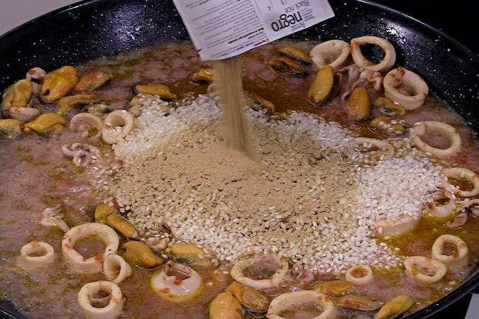 Paso 6 de Arroz negro con calamares