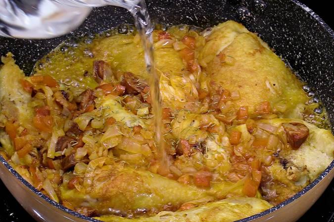 Paso 4 de Pollo en salsa con patatas