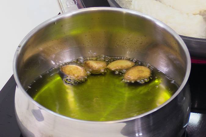 Paso 1 de Merluza en salsa verde