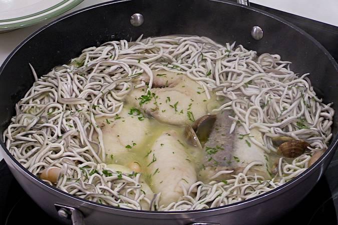 Paso 7 de Merluza en salsa verde