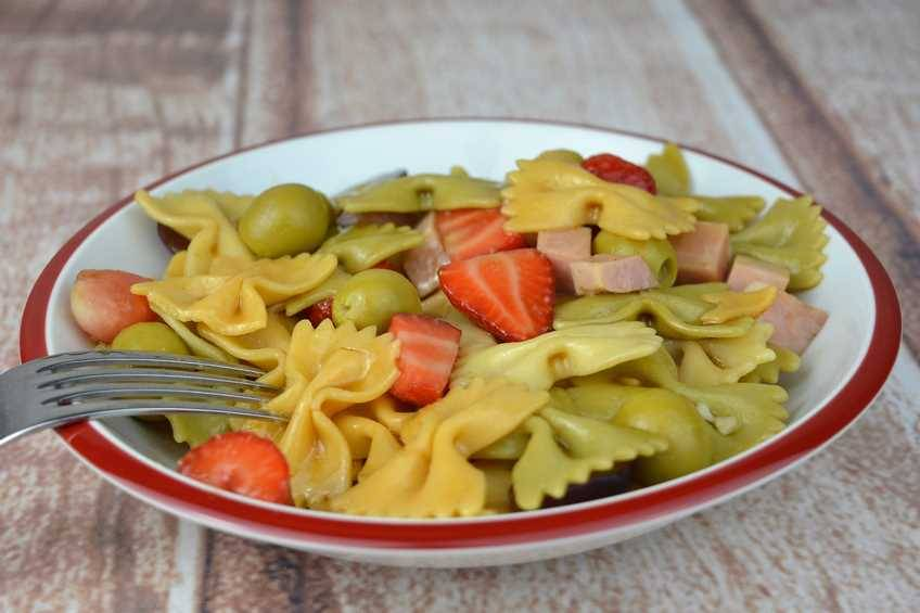 Paso 4 de Ensalada de pasta y fruta
