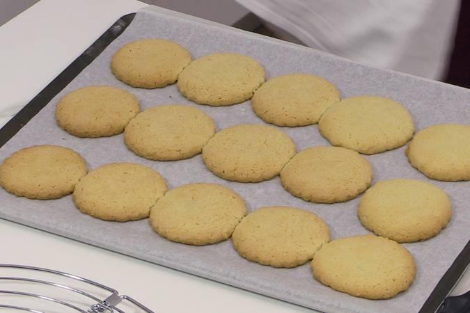 Paso 7 de Galletas de almendra muy fáciles y deliciosas