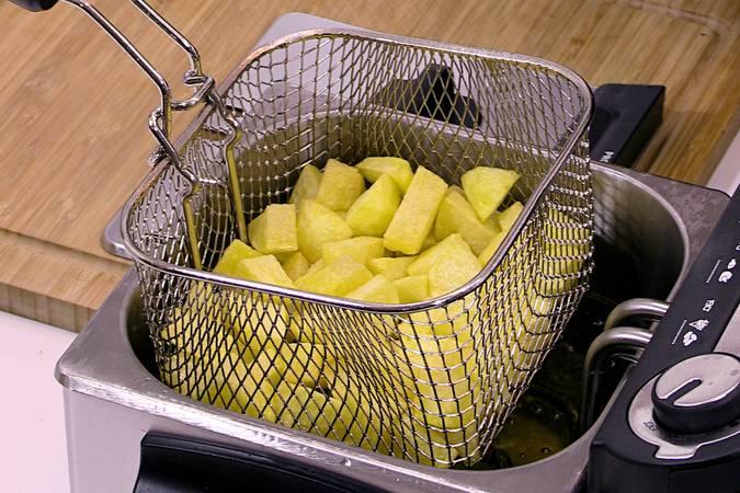 Paso 5 de Pollo con pimientos y patatas fritas
