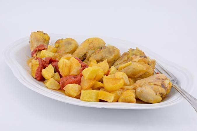 Paso 7 de Pollo con pimientos y patatas fritas