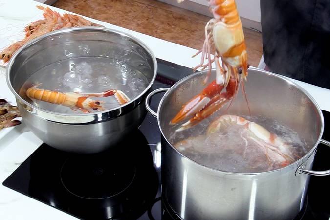 Cortar la cocción de las cigalas