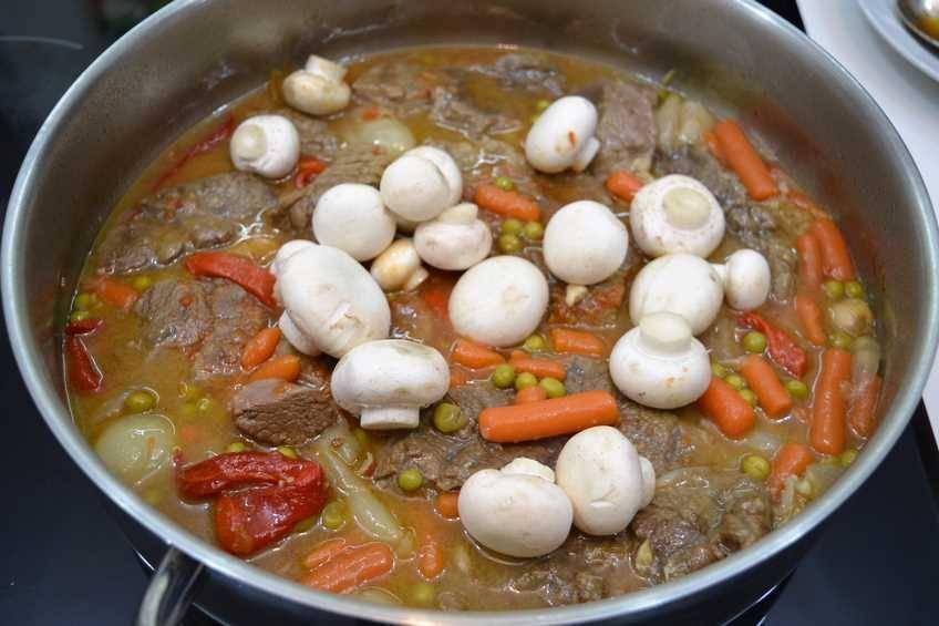 Paso 5 de Ternera estofada con verduras