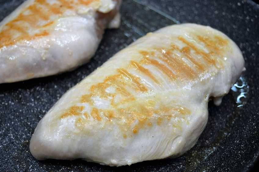 Paso 1 de Pechugas de pollo con salsa de nata