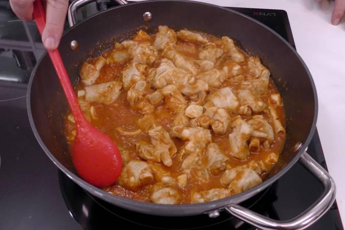 Cocinar las manitas en la salsa