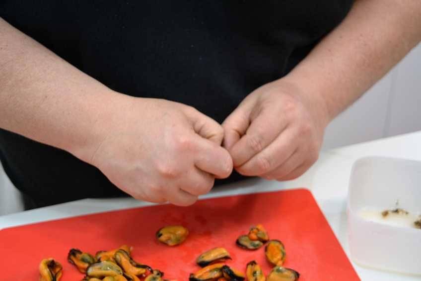 Paso 1 de Croquetas de mejillones picantes
