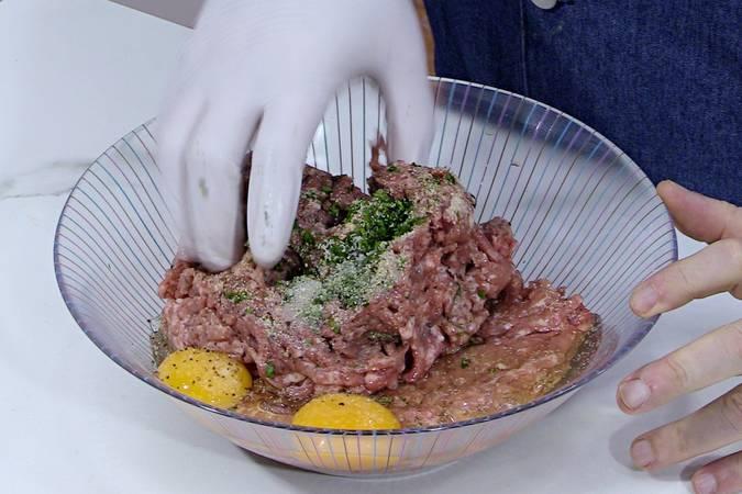 Preparar la carne para albóndigas