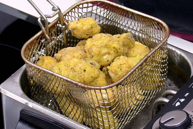 Primera fritura del pollo Cajún