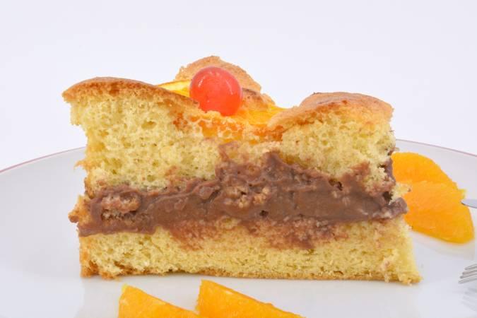 Ya hemos terminado la tarta de naranja rellena de chocolate