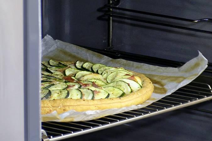 Hornear el pastel de calabacín