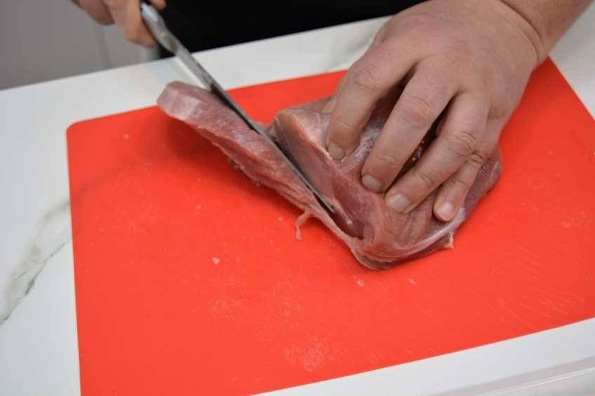 Paso 1 de Hojaldre relleno de lomo con pimientos